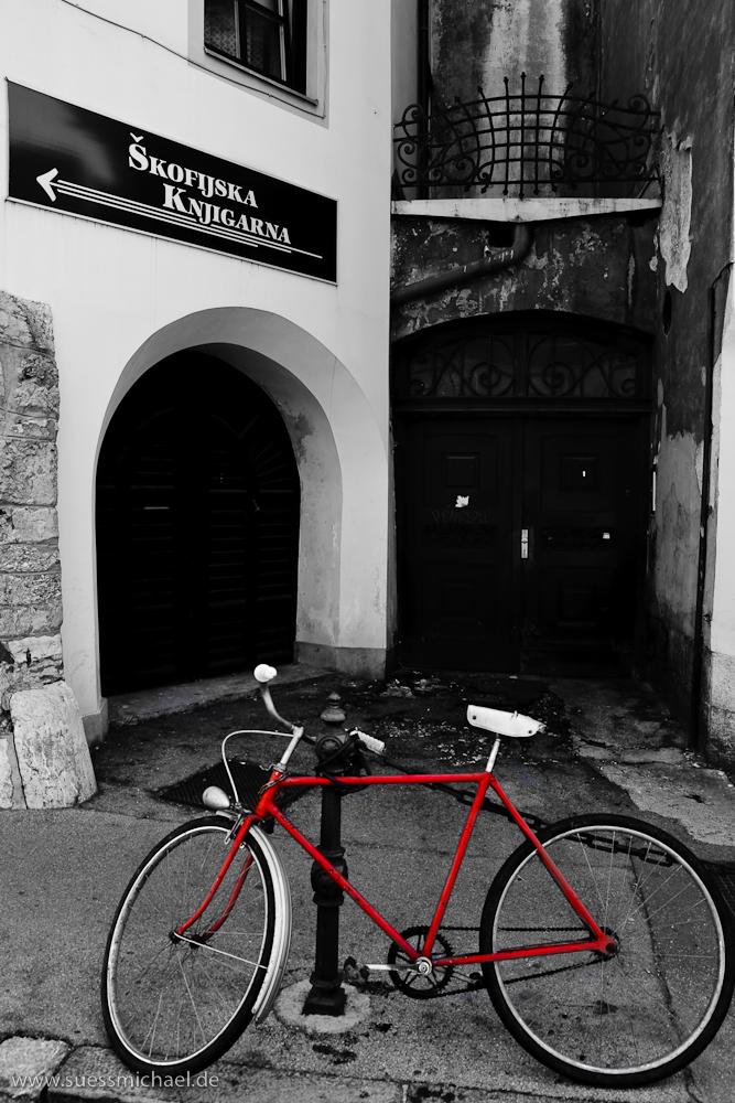 I See A Red Bike